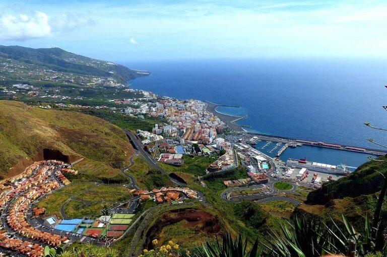 Blick auf Santa Cruz de La Palma vom Aussichtspunkt La Concepción